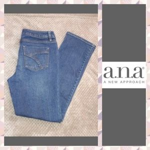 💥 A.N.A. Modern Fit Distressed Jeans